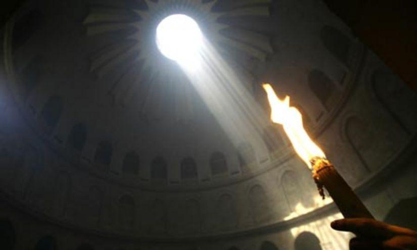 Lumina Sfânta s-a aprins la Ierusalim
