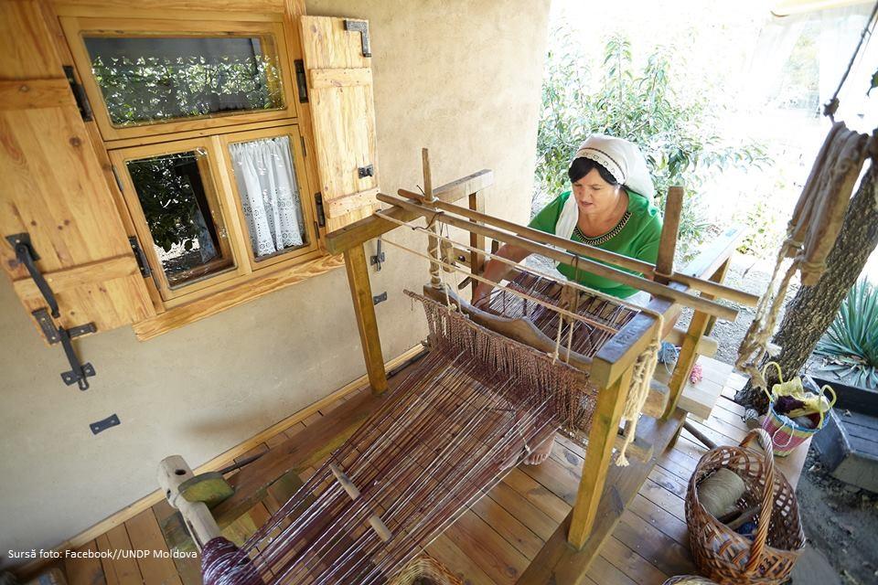 Locuitorii din Pelinia creează un centru de artizanat