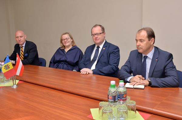 Oficial austriac la Ministerul Apărării