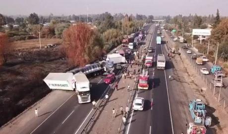 Accident cu 24 de mașini  pe o autostradă din Chile. 50 de oameni au fost răniți