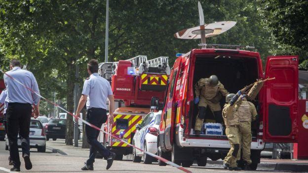 Atac terorist în Belgia. Un bărbat și alți doi ofițeri de poliție au fost împușcați