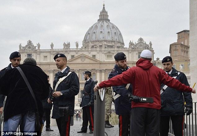 Alertă  falsă cu BOMBĂ la Vatican, în zona Bazilicii Sfântului Petru.