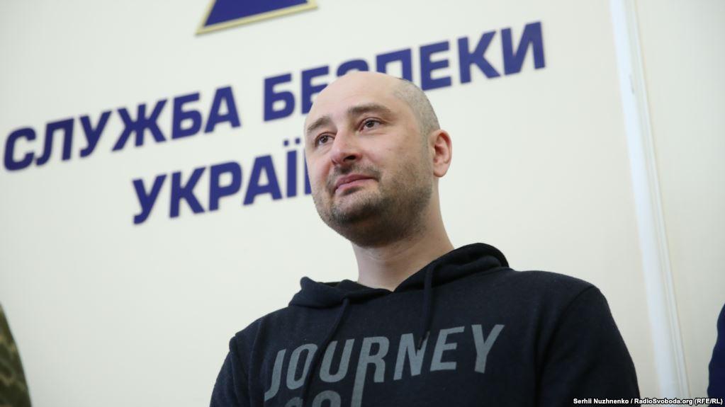 VIDEO| Reacția colegilor de redacție ai lui Babcenko, când au văzut că jurnalistul e viu