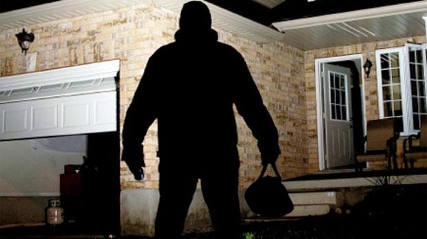 VIDEO |  Un tânăr din Călăraşi reţinut pentru o serie de furturi din locuinţe