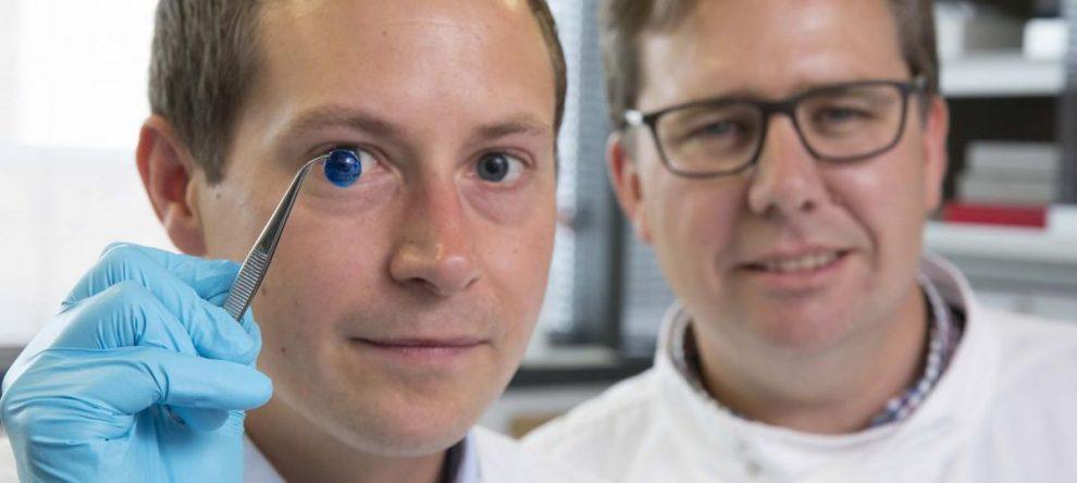 VIDEO | Cerecetătorii britanici au creat prima cornee artificială cu o imprimantă 3D