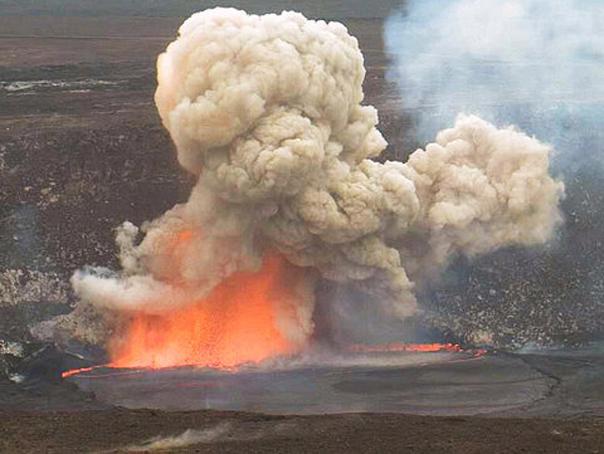 Autostrada din Hawaii a fost închisă în urma unei erupţii a vulcanului Kilauea (VIDEO)