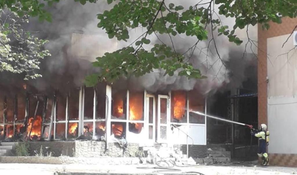 FOTO/VIDEO | Flăcările au mistuit un magazin din Drochia