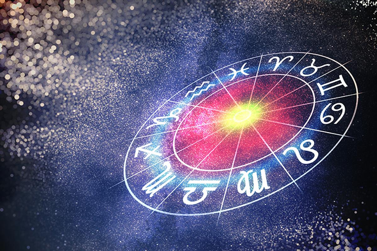 Este sau nu păcat să citim horoscopul? Ce spun bălțenii și Epicopul Marchel despre asta
