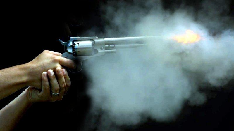 Dacă tragi în trecut cu revolverul…