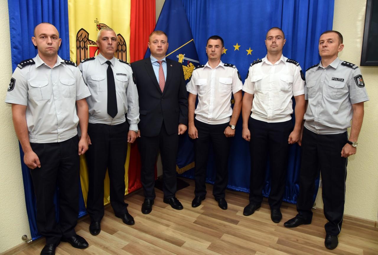 Mai mulți polițiști din nordul țării au fost decorați cu medalii și insigne