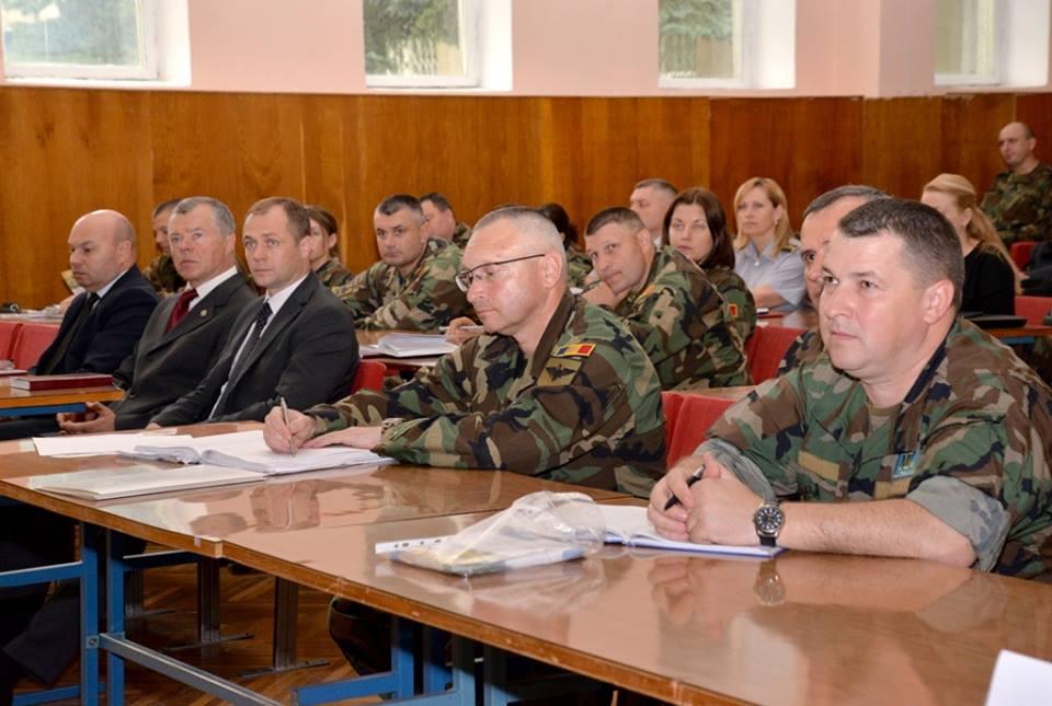 Ministrul Apărării: Trebuie să transformăm Armata Naţională într-o instituţie completată cu profesionişti