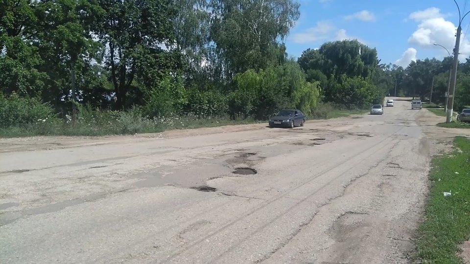 VIDEO | Șoferi nemulțumiți de gropile de pe drumul de la intrarea în Râșcani