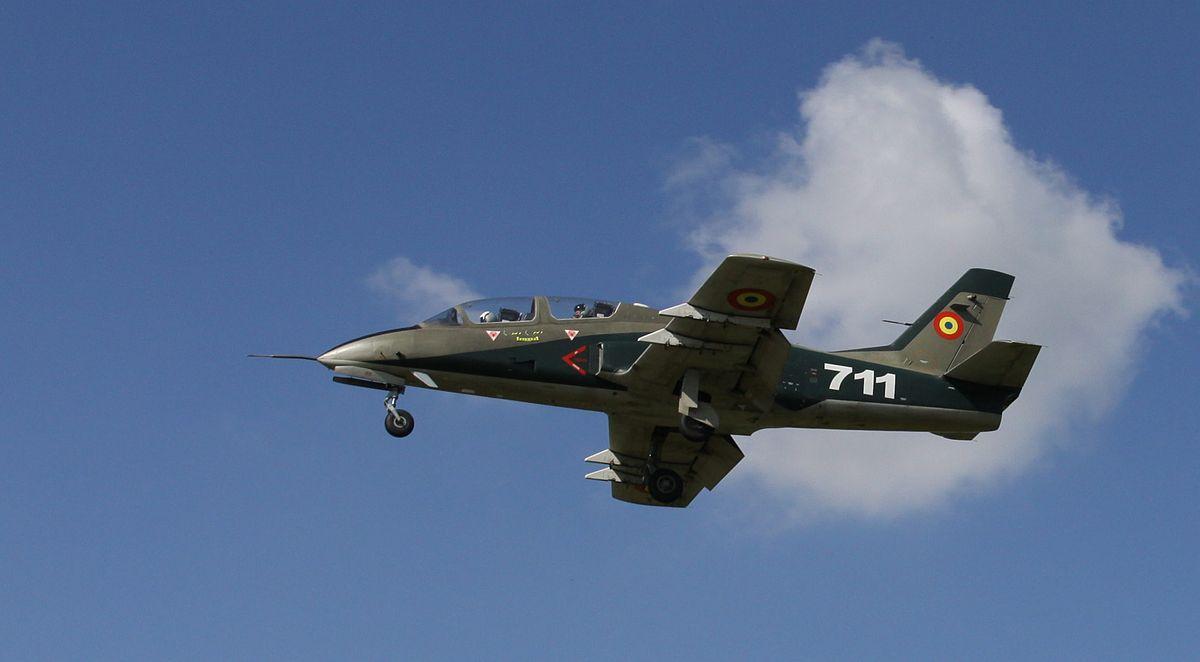 Un avion militar s-a prăbuşit într-o comună din România.