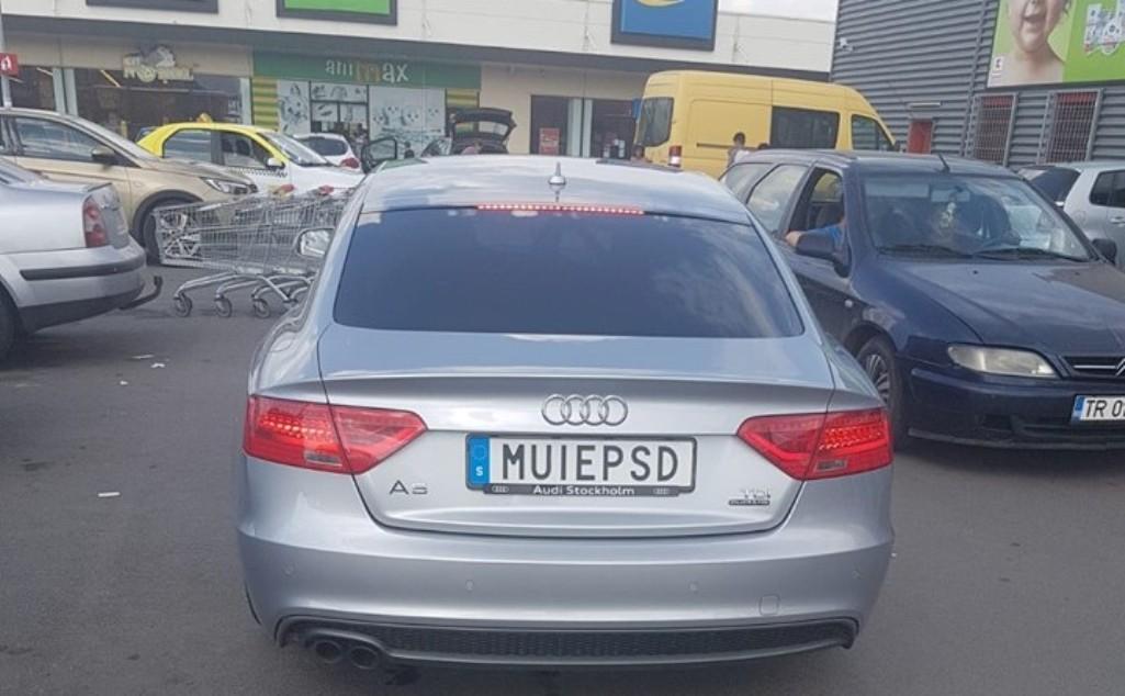 """Maşina anti-PSD din România a fost  """"neutralizată"""" de poliţie. Ce zice proprietarul"""