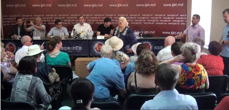 Clienții magazinelor ȘORciale au împiedicat desfășurarea conferinței de presă a Mișcării de Rezistență Națională