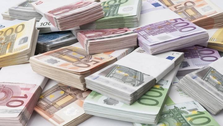 Euro și dolarul se scumpesc