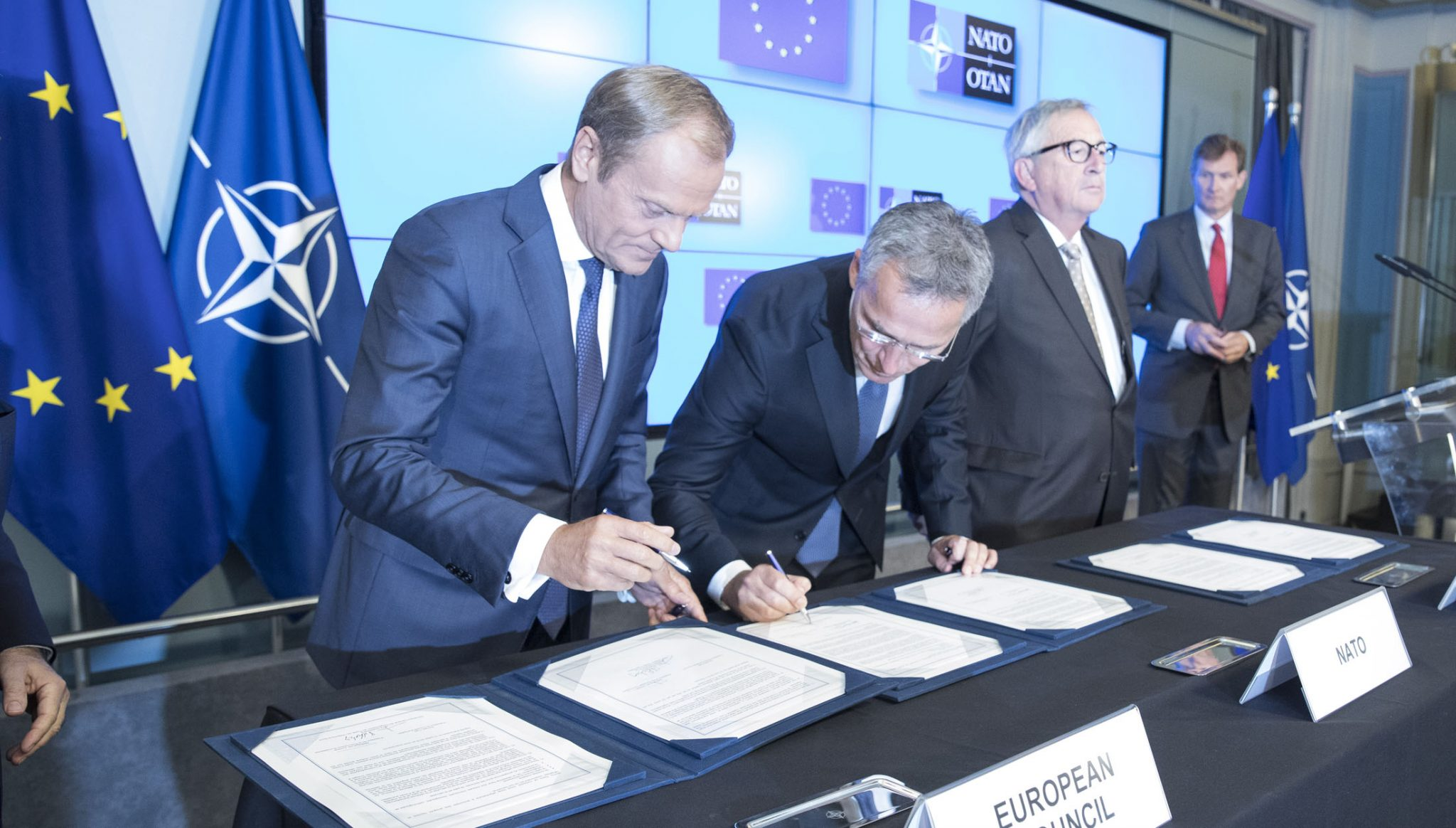 Liderii NATO și UE au semnat o declarație comună