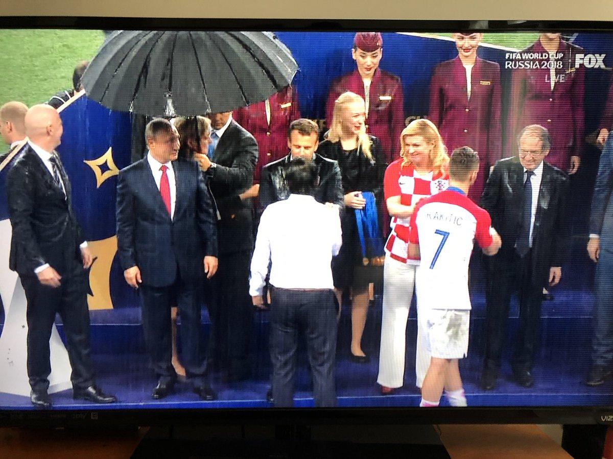 Virgil Botnaru // Cel mai președinte cu umbrelă între președinți fără…