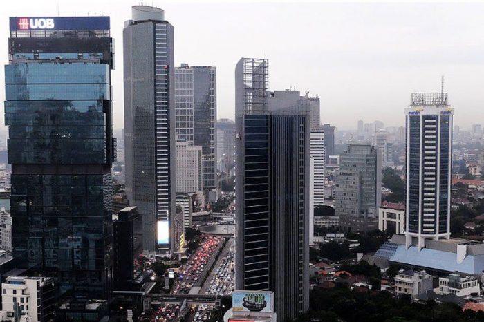 Jakarta, orașul care riscă să fie înghițit de ape