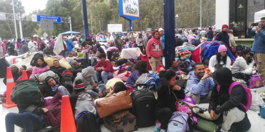 """Ecuadorul deschide """"un coridor umanitar"""" pentru migranţii venezueleni care vor să ajungă în Peru"""