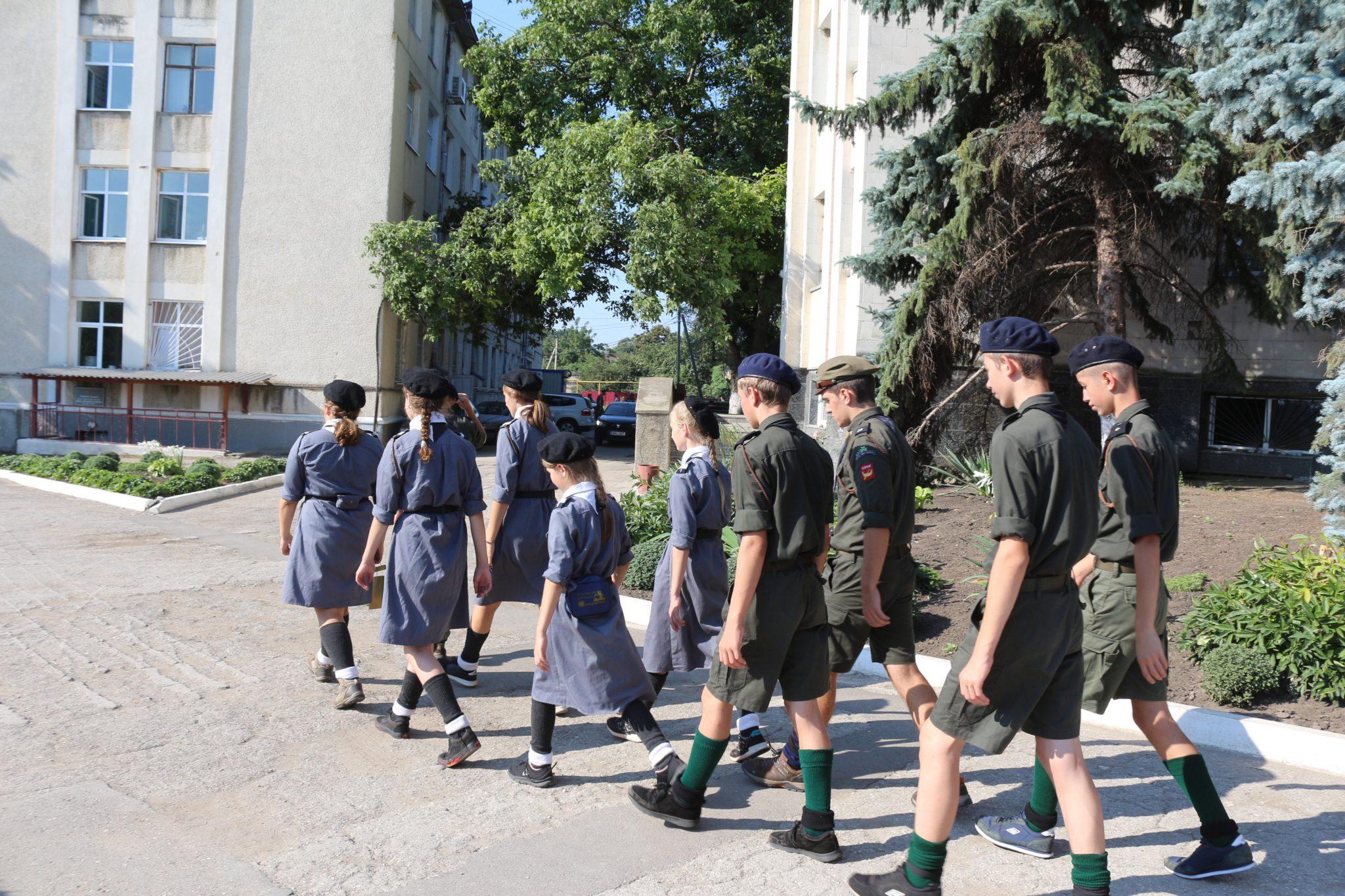 """Un grup de tineri cercetași polonezi au luat cu """"asalt"""" consiliului raional Glodeni"""