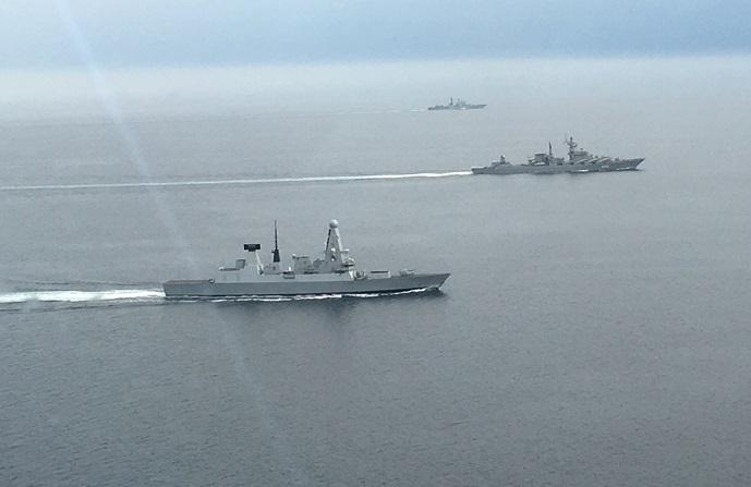 VIDEO | Două nave de război ruseşti escortate de un distrugător britanic în Canalul Mânecii