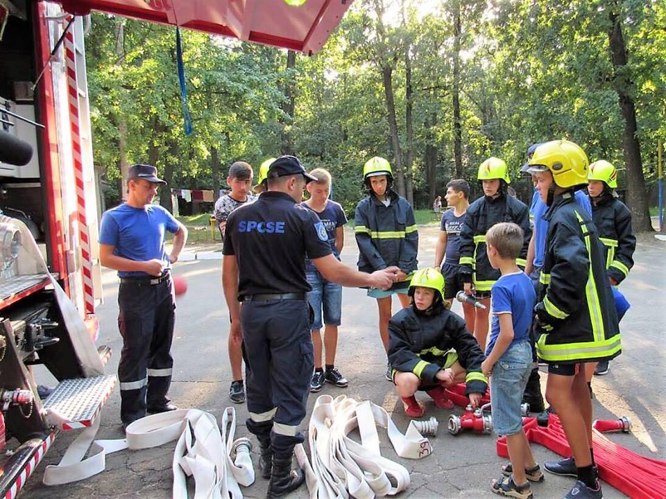 FOTO | Peste 300 de copii din Soroca, instruiți de salvatori cum să acționeze în situații de risc