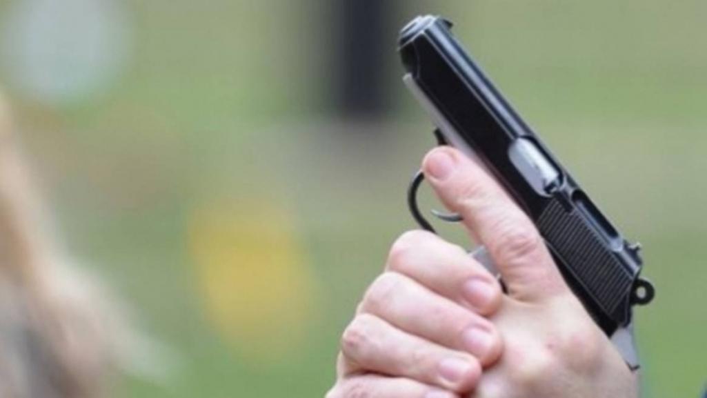 Soția unui milițian din Bender ar fi împușcat în direcția unui grup, care făcea gălăgie în curte