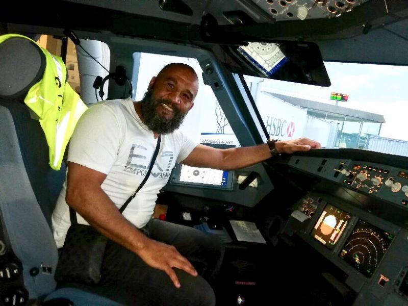 Un fost boxer a devenit erou după ce a oprit deturnarea unui avion