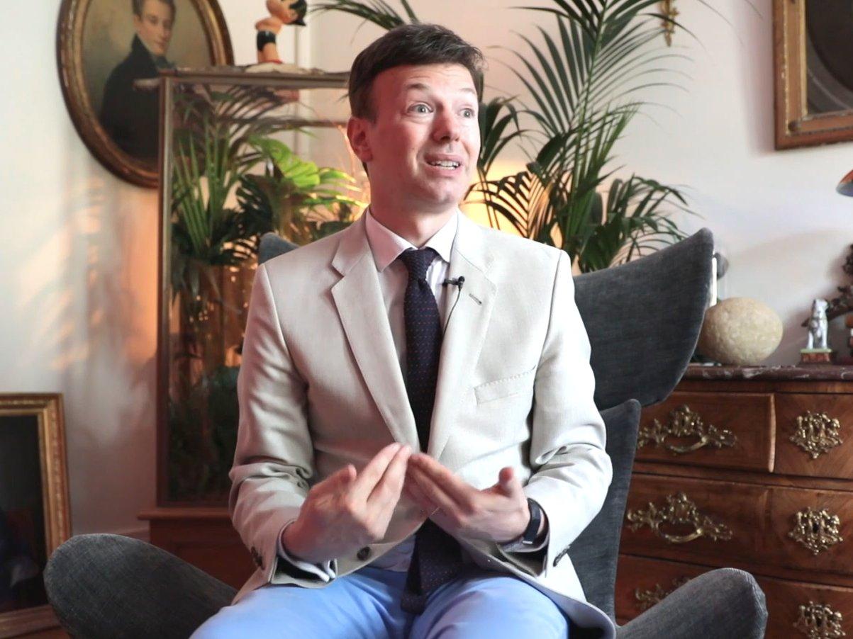 Cere despăgubiri de câteva sute de milioane de euro din partea Franţei, pretinzând că este moştenitorul tronului din Monaco