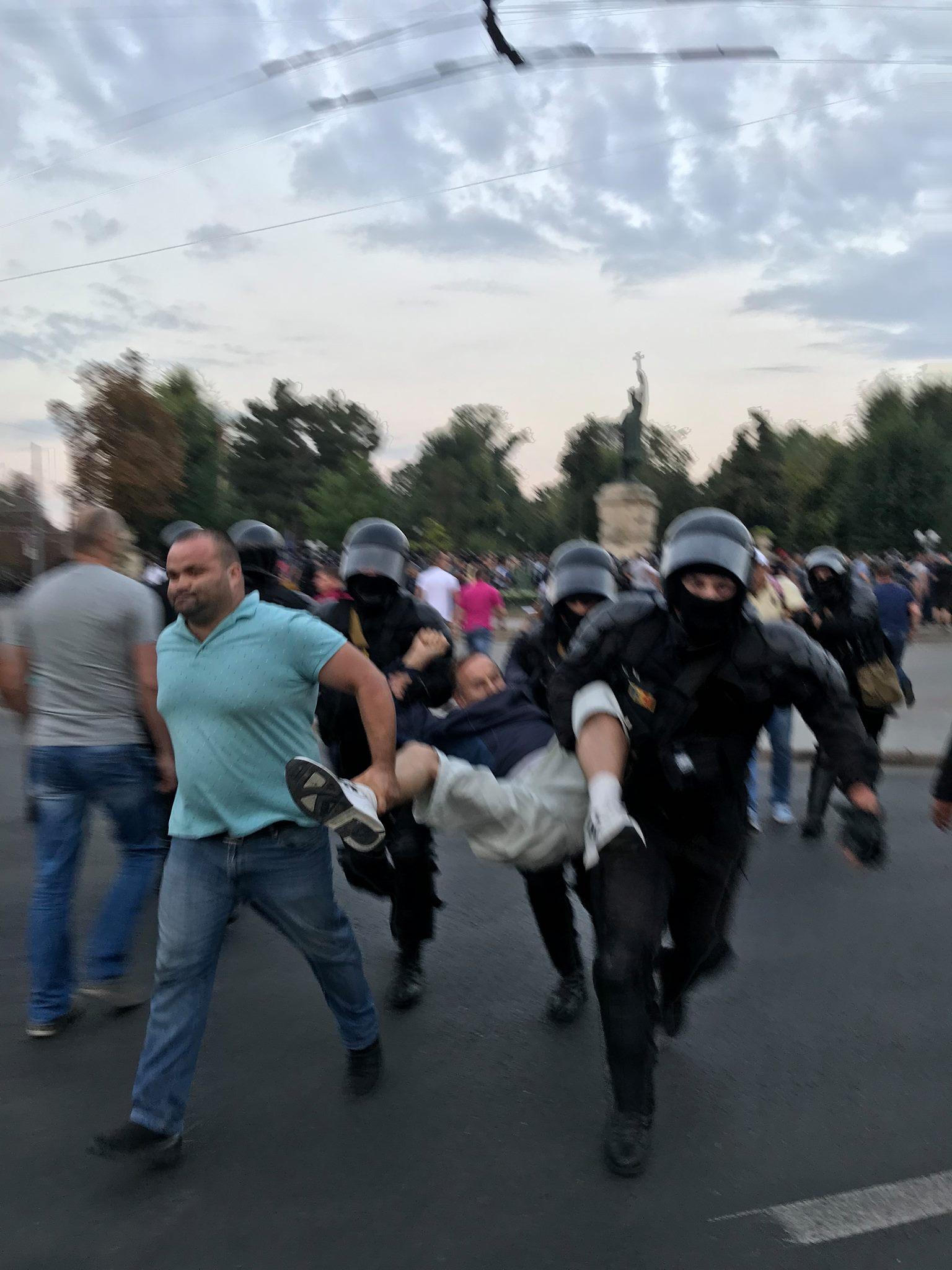 Candu, Filip și Dodon sărbătoresc Ziua Independenței în compania polițiștilor