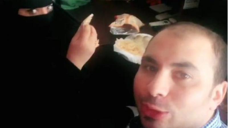 Bărbat arestat pentru că a luat micul-dejun în compania unei femei