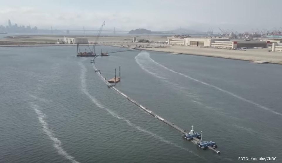 O capcană gigantică va fi amplasată pentru a aduna deşeurile de plastic din ocean