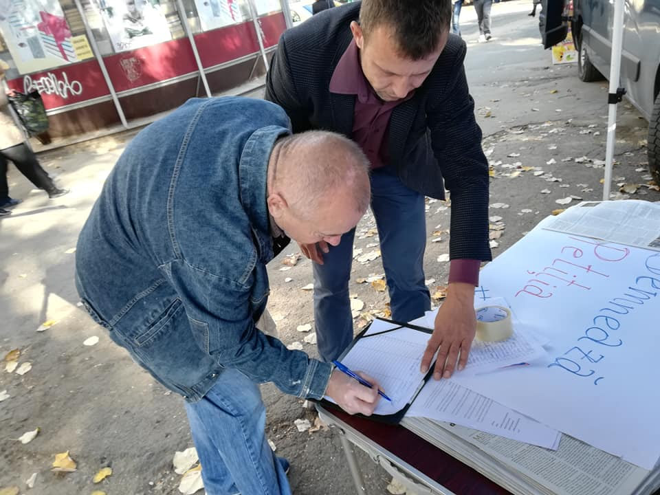 Peste 30 de mii de cetățeni au semnat Petiția ACUM, adresată UE pentru investigarea Furtul Miliardului