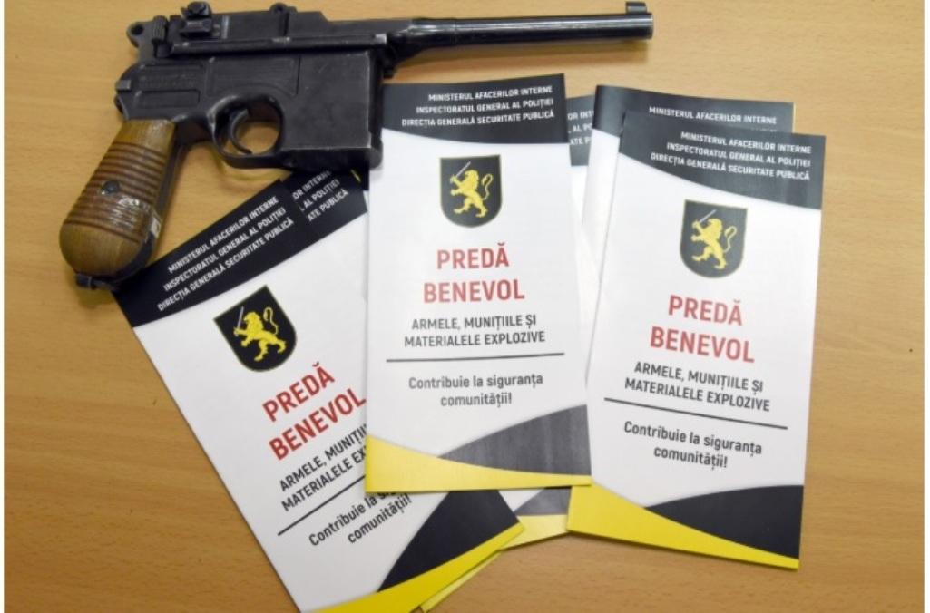 Moldovenii sunt rugați de polițiști să predea benevol armele