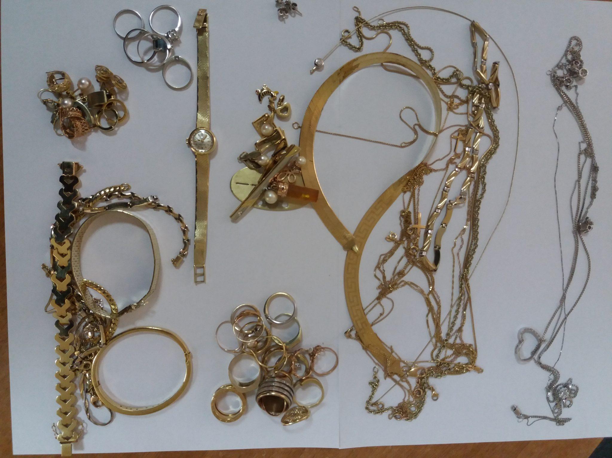 Aproape jumătate de kilogram de bijuterii din metale prețioase, depistate de vameși