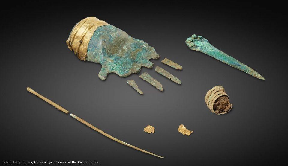 Proteza, maina de bronz