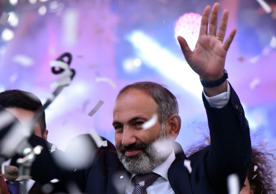 Primul ministru armean îşi dă demisia pentru dizolvarea Parlamentului