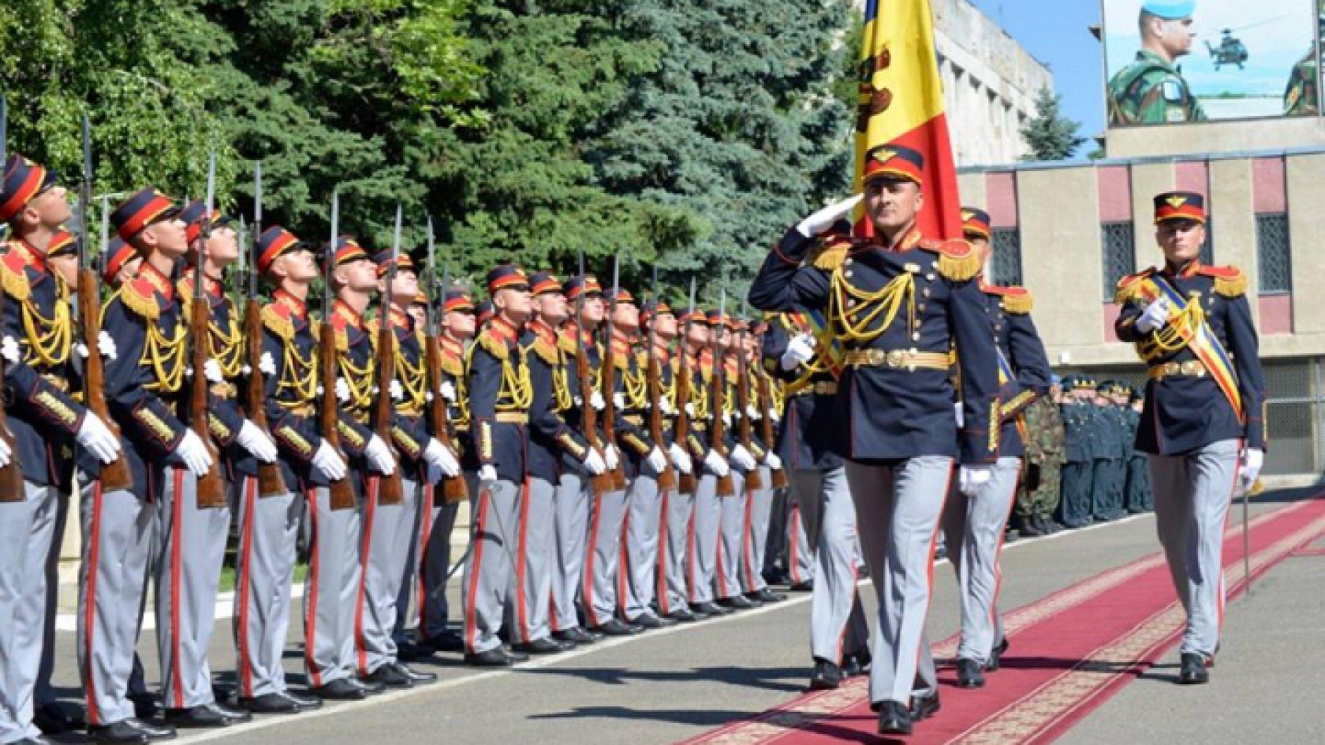 Garda de Onoare a R. Moldova, la parada militară de la Bucureşti