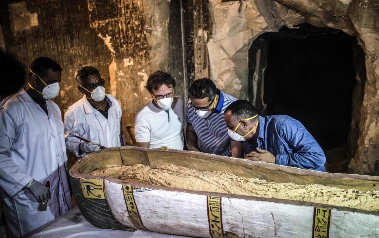 VIDEO   Premieră în arheologia modernă: un sarcofag găsit în Luxor a fost deschis în direct, în faţa presei internaţionale