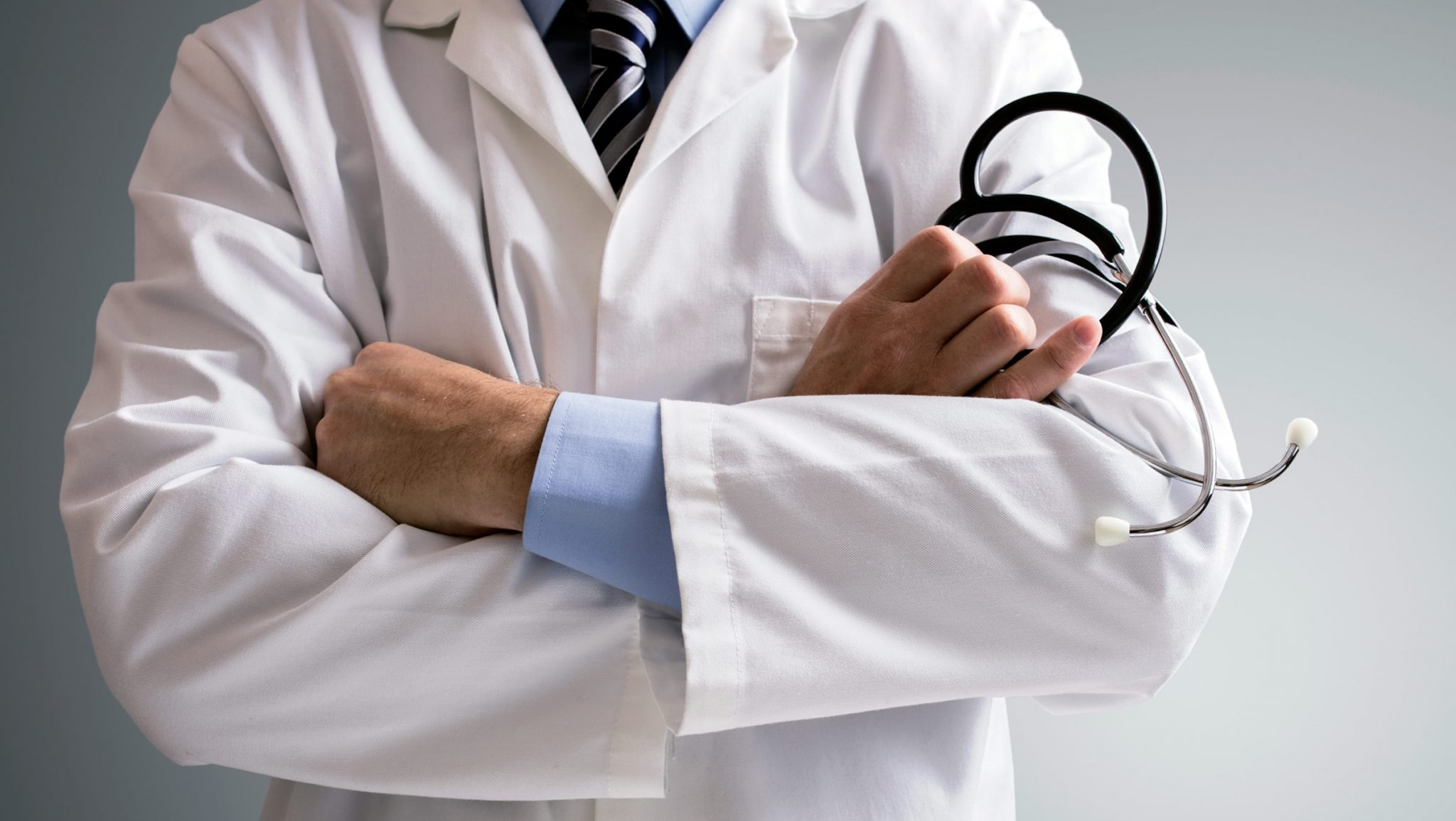 Guvernul a aprobat. Medicii și personalul medical din țară vor primi salarii mai mari