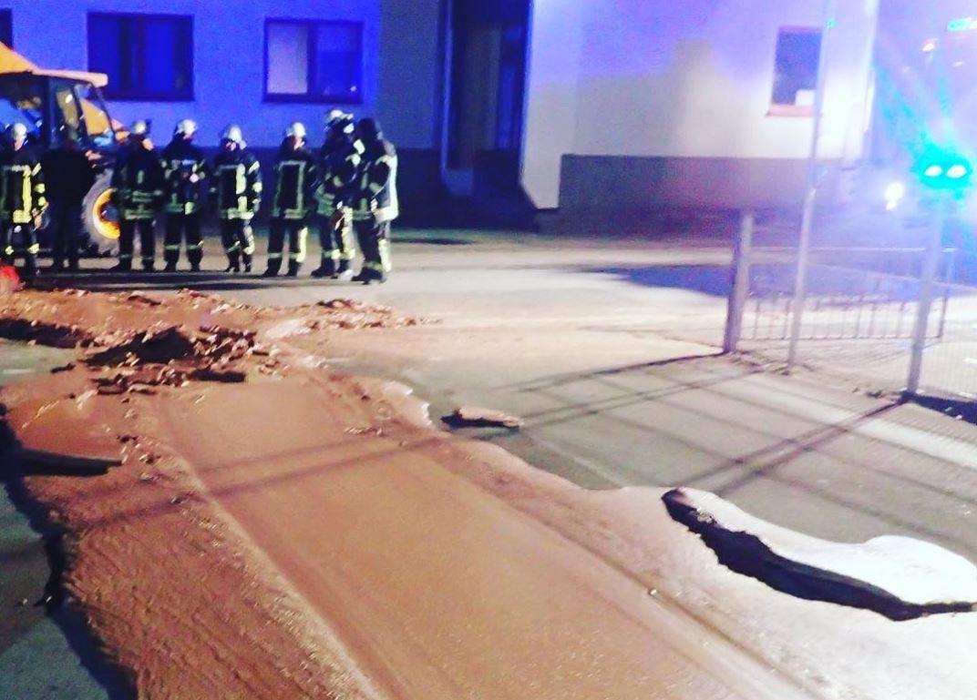 В Германии тонна шоколада вытекла на улицу