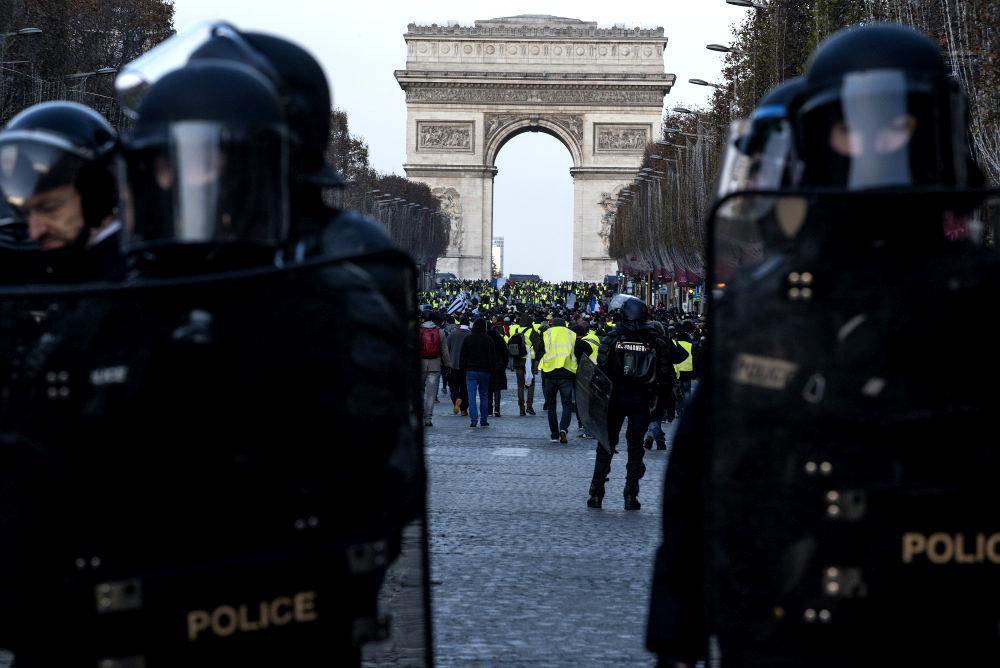 Cine alimentează furia francezilor? Descoperirile unor investigații de securitate cibernetică