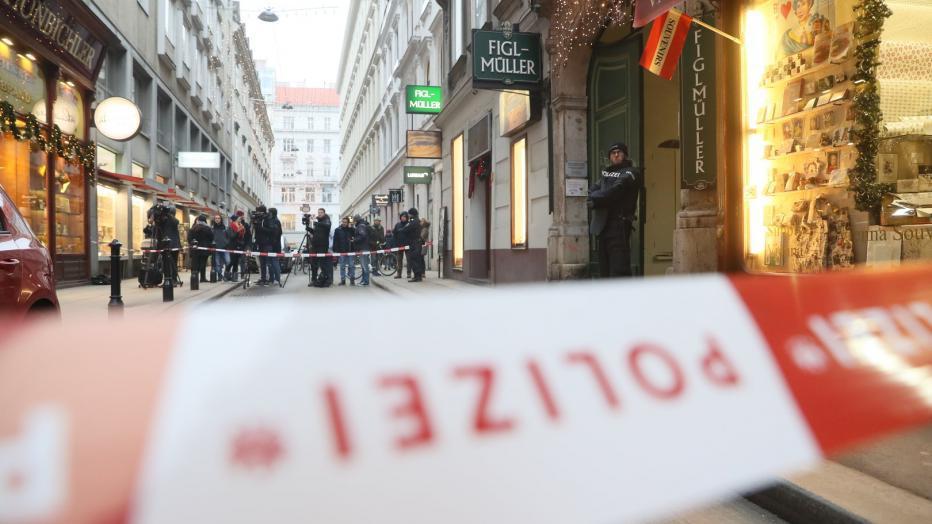 ATAC la o biserică din Viena: Cel puţin 5 călugări au fost răniţi