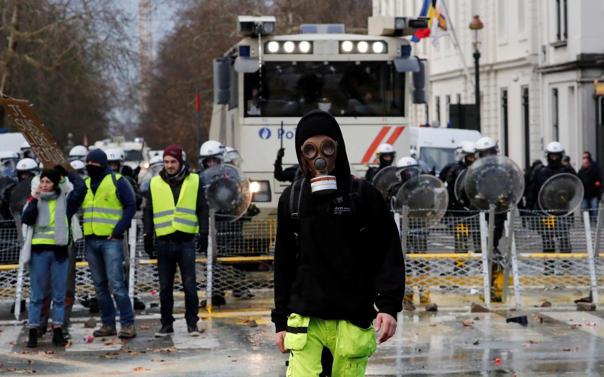 """Belgia: Sute de persoane au fost arestate la Bruxelles, în contextul extinderii protestelor """"vestelor galbene"""" din Franţa"""