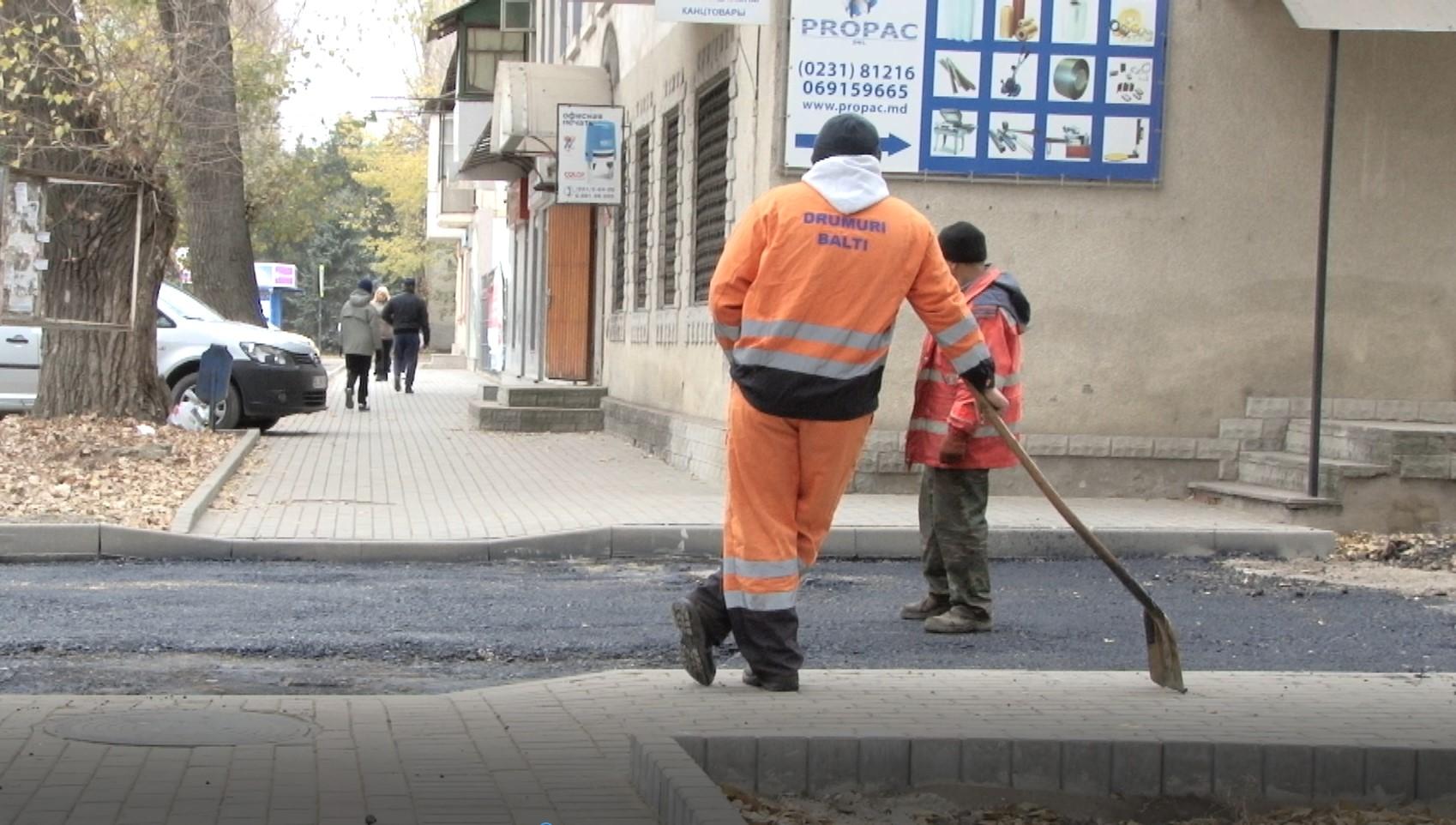 """Angajaţii S.A """"Drumuri Bălți """" nu și-au ridicat salariile de două luni… din cauza șefului"""