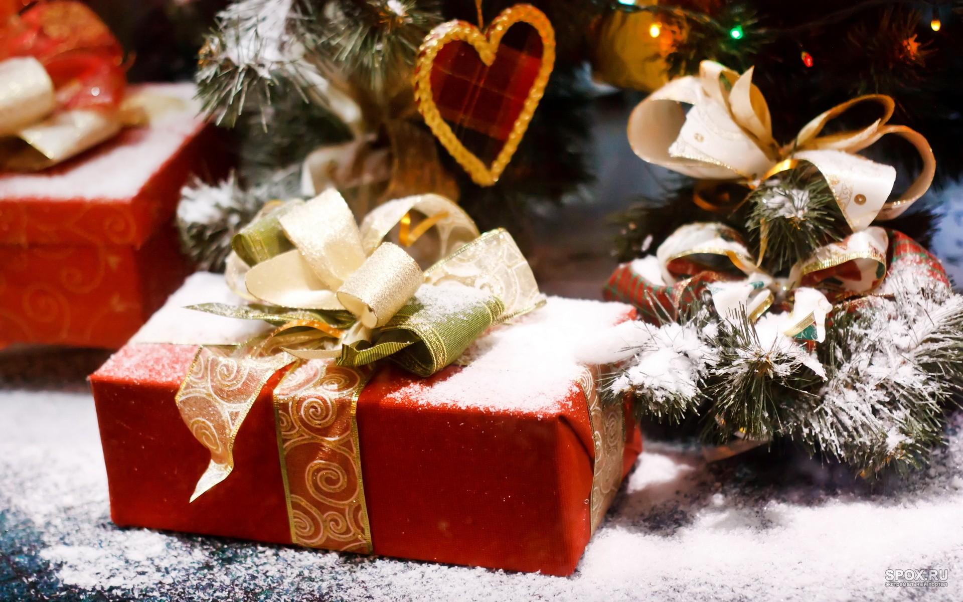 Техника, аксессуары и парфюмерия – наиболее популярные подарки в Новый год