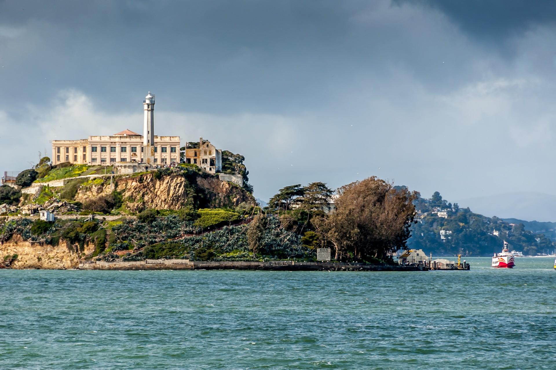 """O țară din UE reînvie modelul """"Alcatraz"""". Infractorii străini vor fi duși pe o insulă pustie"""