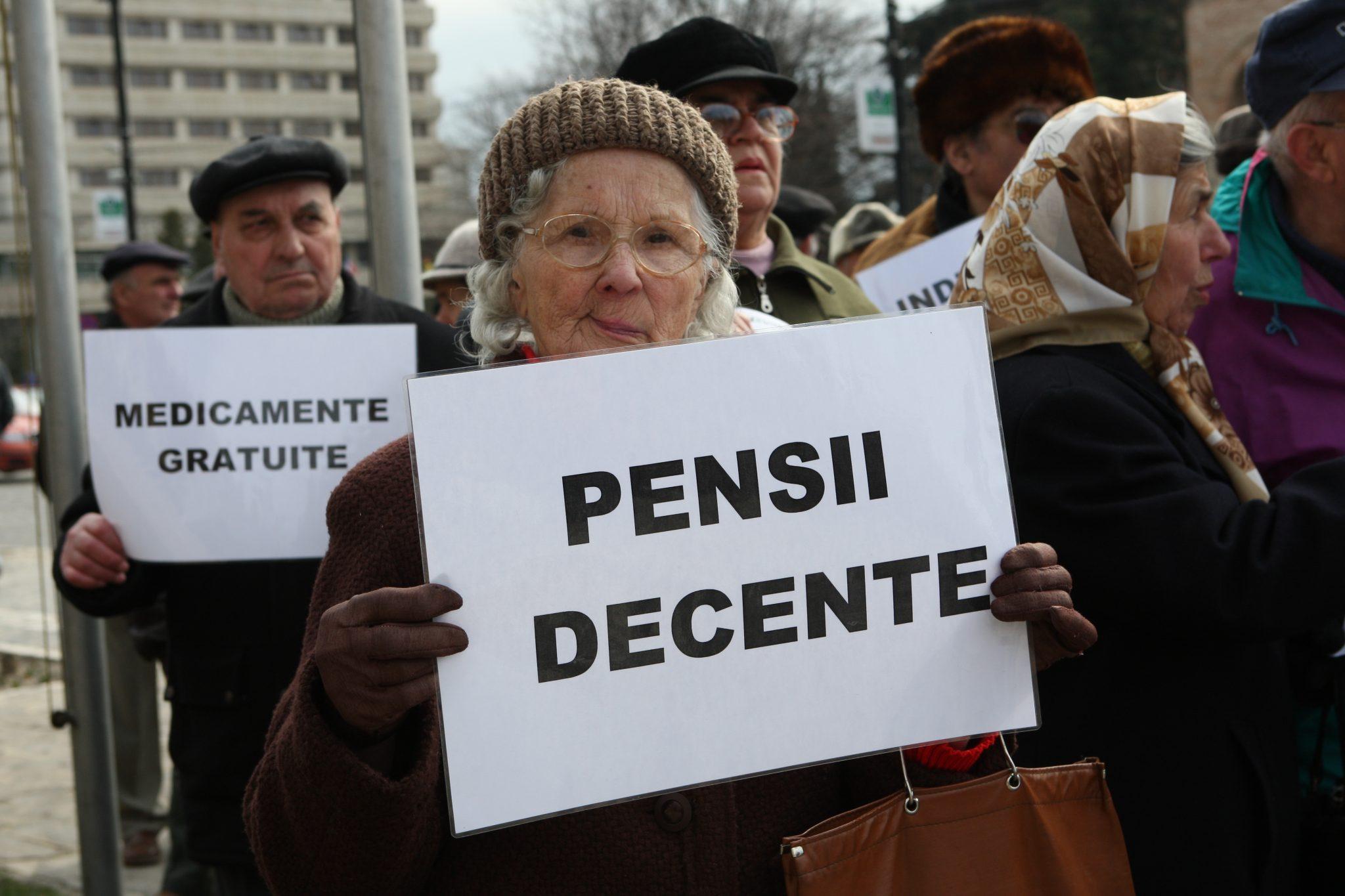 /VIDEO/ Zeci de pensionari au atacat Guvernul și CNAS în judecată pentru că pensiile lor nu ar fi fost calculate corespunzător