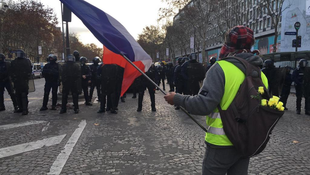 LIVE VIDEO. Stare de asediu în Paris: aproape 1.000 de oameni au fost ridicați de polițiști